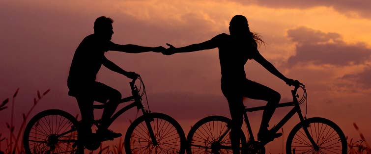 couple-biking